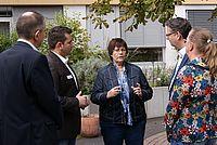 Von links nach rechts: 1. Betriebsleiter Werner Hoghoff, Heimleiter Nuccio Bertazzo, Bürgermeisterin Gabriele Winter, SPD-Fraktionsvorsitzender im Hessischen Landtag Thorsten Schäfer-Gümbel und Case-Managerin Heide Hess